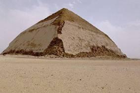 Ломаная пирамида Снофру в Дахшуре, XXVI век до н. э.