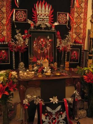 Алтарь храма Сватантрйанатха Бхайрава и Лалиты Бхайрави, в Лос-Анджелесе